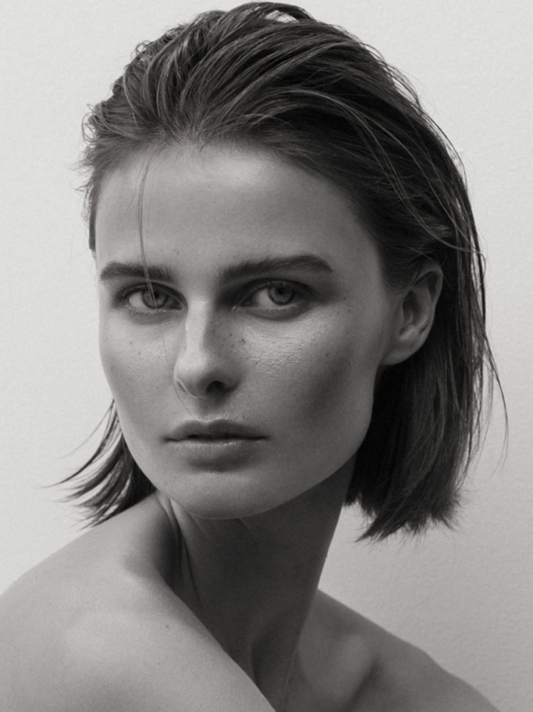 Veronika Vilim  nackt