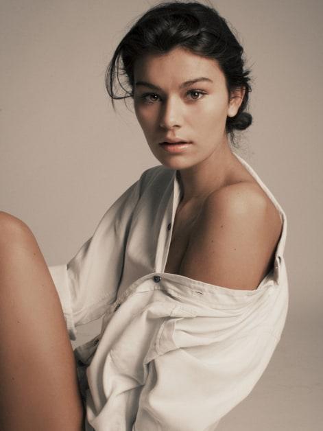 Sarah Tarleton  nackt