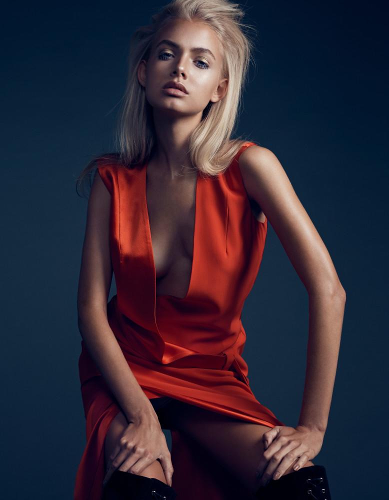 Nackt Bella Oelmann  MARLEY Magazine