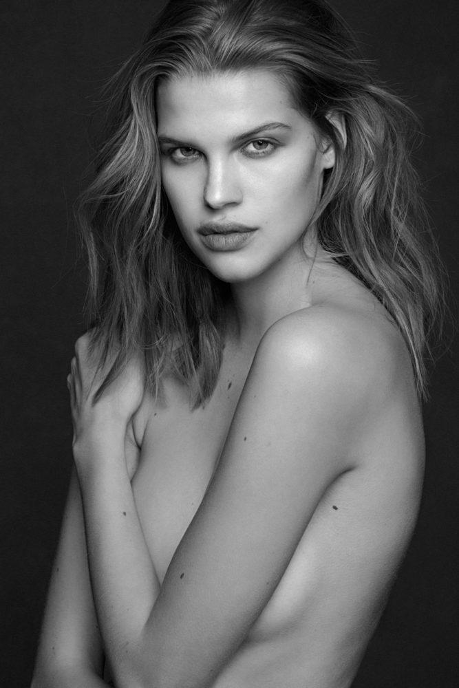 Nackt Nicole Pollard  49 hot